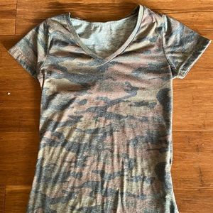 camouflage v-neck tee